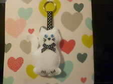 ***HAND MADE ***1 X FELT WHITE CAT with BLACK  BOW  KEYRING***