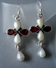 Ohrringe mit Granat + Perle, 925er Silber