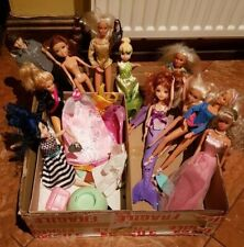LOT OF 11 FASHION DOLLS & ACCESSORIES MAINLY HASBRO SIMBA SINDY JAKKS BARBIE