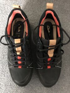 Clarks womens Size 4 walking shoes. Trigenic. Gortex.
