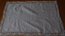 PRETTY VINTAGE WHITE LINEN BUTLERS TRAY SIDEBOARD/TABLE MAT CLOTH 19 x 12.5 in