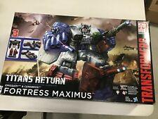 Hasbro TRANSFORMERS Titan Return Emissary & Cerebros Fortress Maximus