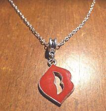 collier chaine argenté 45 cm avec pendentif bouche baiser 27x18 mm