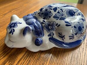 vintage White and blue cat figurine, home decor, adorable!