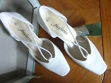 NWT!  IN ORIGINAL BOX WOMAN'S WHITE FANFARES HEELS