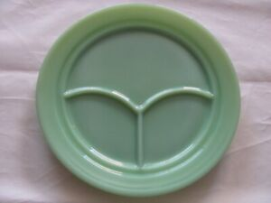VINTAGE FIRE KING JADEITE RESTAURANT WARE DIVIDED GRILL PLATE 3 SECTION.