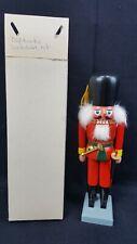 42-A19338 KWO Nussknacker Irischer Weihnachtsmann