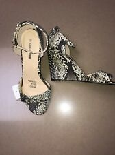 NWT Ladies size 8.5 9 Funky Snakeskin Look Wedged Strappy Shoes by Girl Xpress