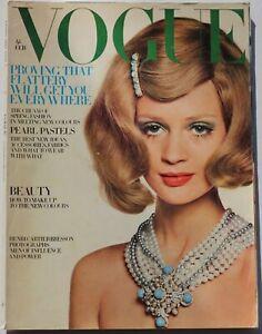 1968 60s vintage Vogue fashion & beauty Twiggy Bailey Dougie Hawyard February
