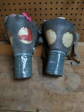 2x Vintage Antique Gas Mask 1943 Us Ww2 Noncombatant Mia2-1-1 Medium / lg Adult