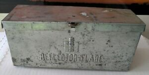 Vintage International Harvester reflector flare kit in original container