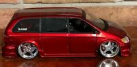 """JADA DUB CITY CHRYSLER TOWN & COUNTRY 1:24 CANDY RED 20"""" STRONG"""
