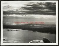 1938 NEW YORK CITY SKYLINE FROM AIRPLANE ORIG VTG FOUND SNAPSHOT PHOTO MANHATTAN