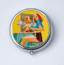 Pin up pinup PILL CASE BOX holder changing in the mirror retro vintage rocabilly
