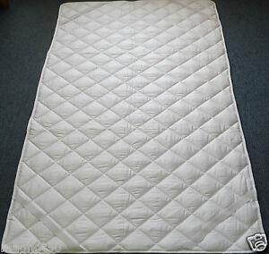 Matratzenauflage mit Eck Spanngummis. Verschiedene Größen und Füllungen.