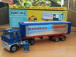 CORGI 1137 FORD TILTCAB WITH DETACHABLE TRAILER 'EXPRESS SERVICES' & BOX