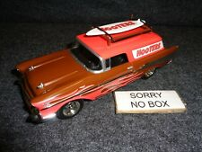 HOOTERS RESTAURANT 1957 CHEVY NOMAD & SURFBOARD 1/25 Liberty Classics Diecast F