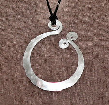 NATURE BY HAND Handmade LAGENLOOK Hammered Aluminum TCHAI NECKLACE Large  SAC53