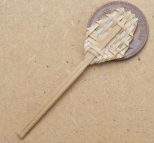 1:12 SCALA singola in Bambù Tappeto Beater Casa delle Bambole Tappeto Miniatura Accessorio B