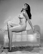 8b20-15153 smoking hot Edy Williams cools off on large block of ice 8b20-15153