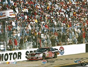 KEVIN HARVICK GM GOODWRENCH 2005 BRISTOL MOTOR SPEEDWAY NASCAR WIN PHOTO
