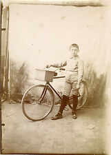 """Enfant et sa bicyclette"" Photo originale anonyme début 1900 (13x18cm)"