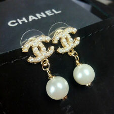 CHANEL CC logo Pearl earrings 18K Gold Crystal and Pearls studs earr