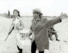 ONE + ONE Anne WIAMZEMSKY Democracy Fusil JLG GODARD Plage Tournage Photo 1968