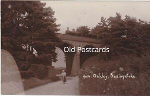 OAKLEY, BASINGSTOKE - OLD REAL PHOTO HAMPSHIRE POSTCARD (ref 6240/21/G4)