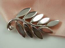 Very Nice Signed Monet Vintage Silver Tone Flower Brooch  582S4