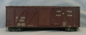 2 Rail O Scale Norfolk & Western Box Car 40529 Built from Kit