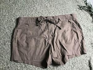 Torrid olive green cargo shorts Size 14 NWT