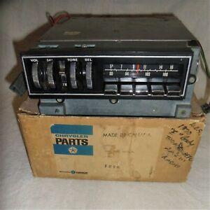 1970 70 E BODY AM/FM STEREO THUMBWHEEL RADIO MOPAR 2864658 CUDA CHALLENGER 1971
