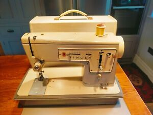 Vintage model 457 Singer sewing machine with case - no power lead