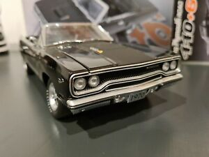 1/18 rare gmp 1970 Plymouth Road runner 440+6 mint condition, limited edition,