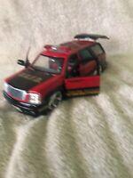 Jada DUB CITY 2002 Cadillac Escalade Fire Department 1/24 Diecast Truck / SUV