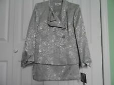 NEW Woman's size 16 Two Piece Le Suit Skirt Suit  in Silver Roses