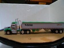 Ho scale very nice green/white grain truck with Led/Smd lights