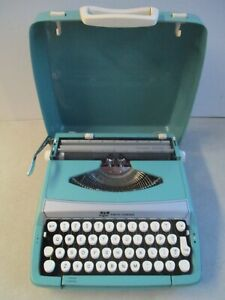 VINTAGE SMITH CORONA CORSAIR DELUXE PORTABLE MANUAL TYPEWRITER WITH CASE