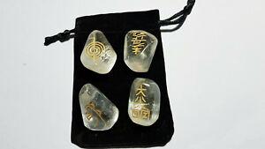 4 Bergkristall Trommelsteine mit Reiki Symbolen im Säckchen