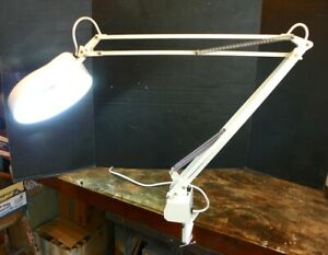 LTS MAGNIFYING LAMP LIGHT CLAMP ON SWING ARM ARTICULATING, CRAFTS HOBBIES E7875