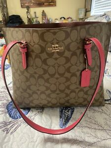 coach handbags signature canvas and pink straps, perfect condition.