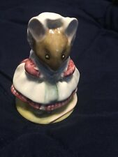 Beatrix Potter The old woman who lived in a shoe knitting Royal Albert Mouse