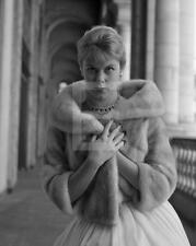 ELIZABETH MONTGOMERY 8X10 DBW Archival Photo Embossed by MILTON GREENE GR19
