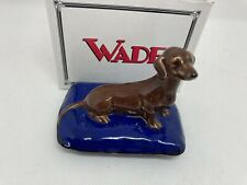 """More details for wade on tour """"dachshund on pillow"""" 1997 collectors club sausage dog figurine box"""
