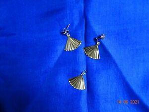 9 ct Gold Earrings & Pendant