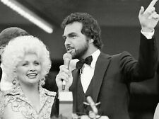 Dolly Parton Burt Reynolds Unsigned 8x10 Photo (A)