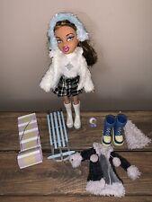 Mga Bratz Doll Bratz Winter Gear Sled Toboggan Hot Cocoa Snow Boots Ear Muffs