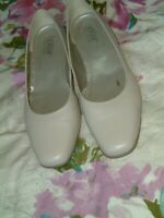 Hotter 'Enchant' Ivory Leather Shoes.UK 5.5(38.5)2 Inch Heel.Worn Twice.Exc Cond