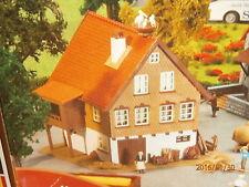 Faller H0 130280 B 280 Wohnhaus mit Storchennest im ländlichen Stil Bausatz NEU